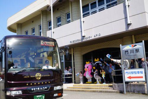 ななつ星 門川駅でななつ星バスに乗り換え送迎