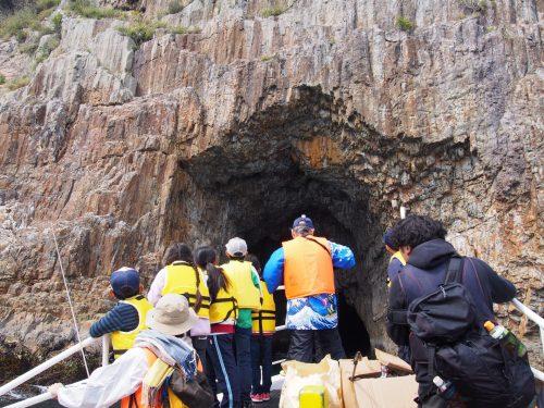 茶屋の大門 海賊の住処だったと言い伝えのある洞窟